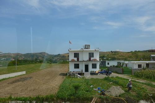 Типична албанска къща-подготвена за следващия етаж