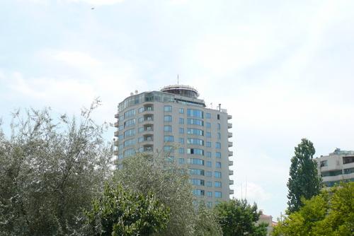 Кръглото, въртящо се кафене на една от най-високите сгради в града