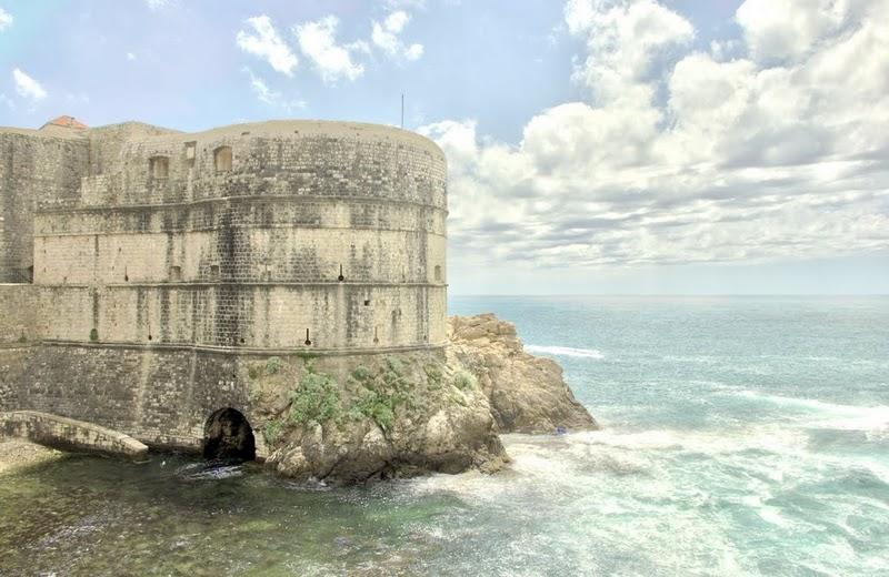 Определено венецианци, османци и французи не са се опитвали да завладеят Дубровник оттук..