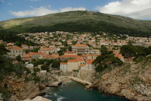 От този склон, сръбските войски са бомбардирали целия Дубровник