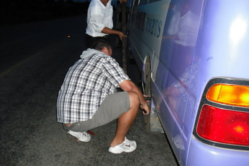 Ремонтират автобуса