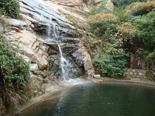 Водопадът Скалата на водните перли в долната си част