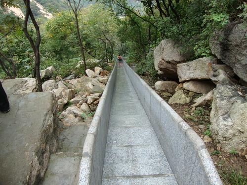 Каменен улей за спускане за по-смелите