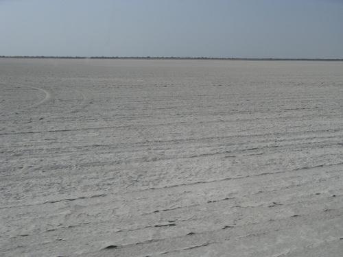 Солената пустиня Sowa Pan в парка Makgadikgadi Pans