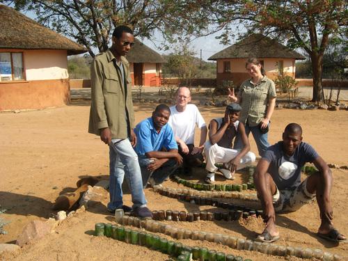 В двора на BWA с местните доброволци и с немеца Мануел