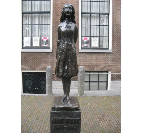 Паметникът на Анне Франк