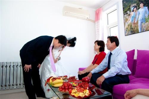Поклон пред родителите в деня на сватбата