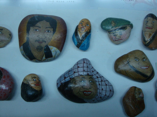 Рисувани речни камъчета
