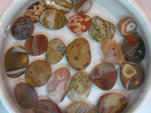 Природната рисунка се вижда по-ясно, когато камъчетата се потопят във вода