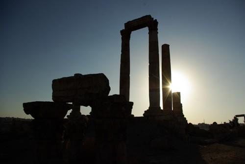 Слънцето залязва зад храма на Херкулес