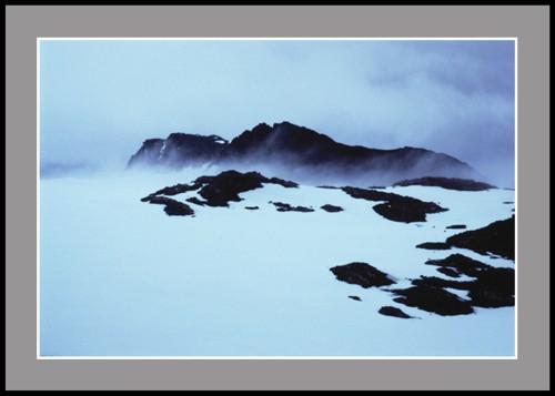 Снежна виелица около връх Монте Чаруа