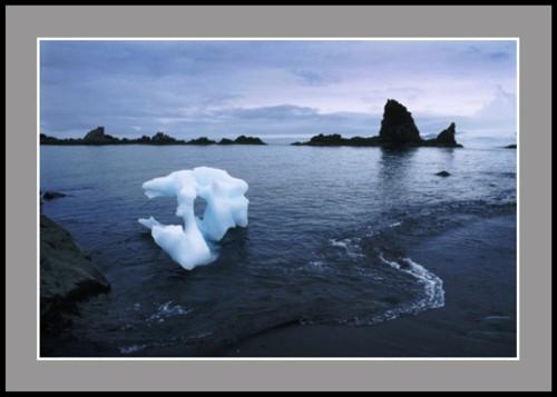 Ажурен айсберг в залива Сали Рокс
