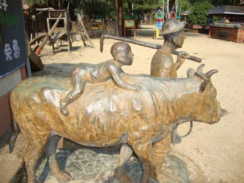 Бронзови фигури от корейското село в Хепиленд