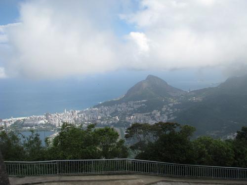 От Корковадо Рио се вижда като на длан, особено ако времето е на наша страна