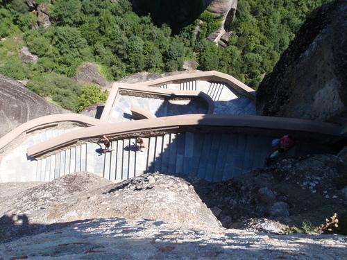 Стълбите за изкачване до Варлаамския манастир