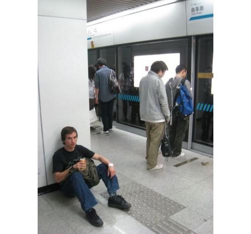 Изнемощели в метрото.