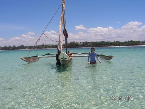С капитана и лодката до рифа