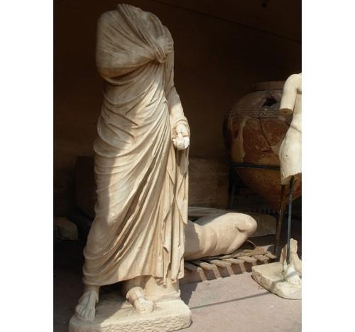 Мраморни статуи