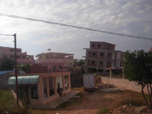 Недостроени сгради