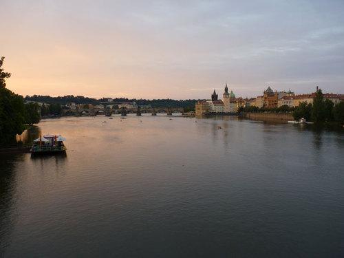 Прага – необятност, старинна красота и хармония
