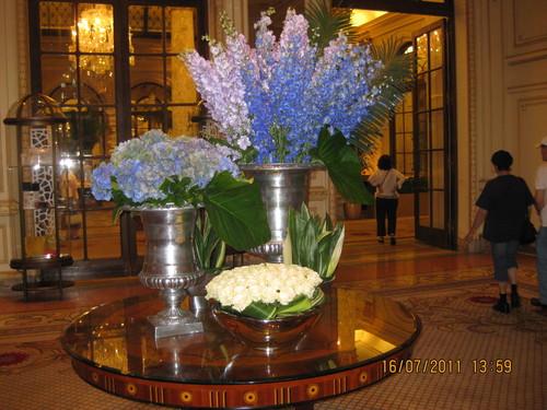 Чудесна ваза във фоайето х.Плаза