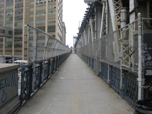 Пешеходната алея на Манхатън Бридж