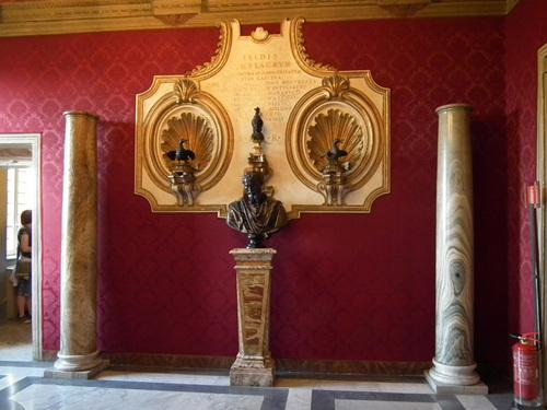 Свещените гъски от храма на Юпитер, които през 3 в. пр.н.е. спасили Рим. от нашествие на галите.
