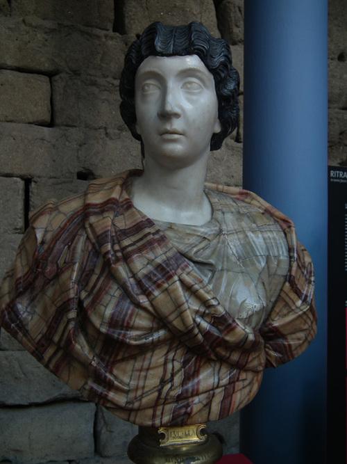 Портрет на жена, която носи перука