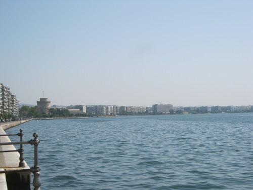 Крайбрежната улица на Солун, в далечината – Бялата кула