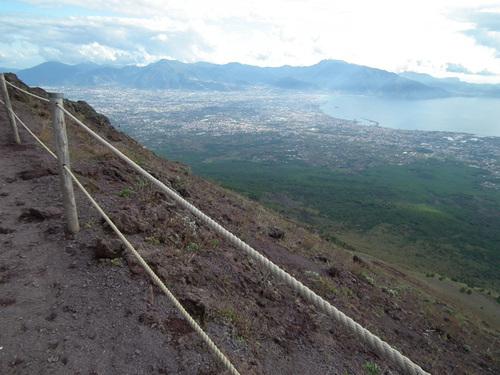 Гледка към Помпей и Неаполитанския залив
