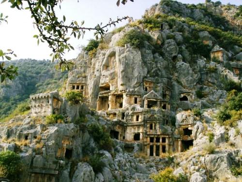 Скални гробници от ликийската епоха