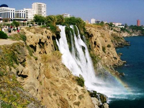 Водопад в залив Анталия