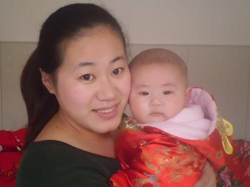 Мей Лиу със сина си Лианг Джин Тай