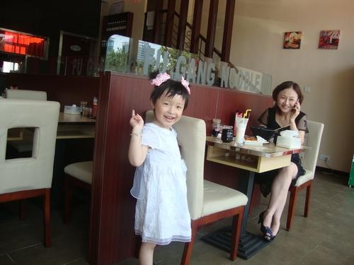 В ресторанта с мама