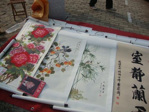 Може да си изберете свитък с традиционна живопис или калиграфия