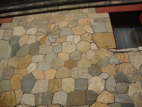 Детайл от цветната стена