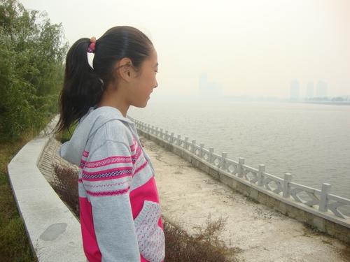 Краят на езерото се губи в мъгла