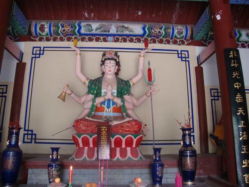 Богинята на земеделието и астрономията е с три очи, четири лица и осем ръце