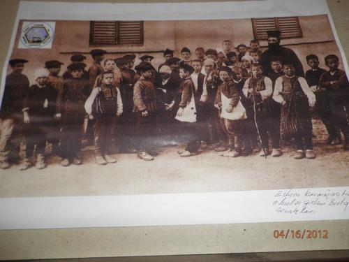 Българчета, посещавали вероятно неделното училище към църквата