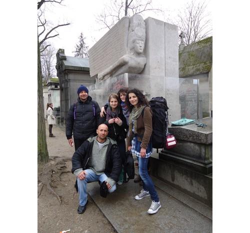 Ние и българите, които срещнахме в парижкото метро, пред гроба на Оскар Уайлд.