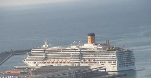 Нашият кораб от далече