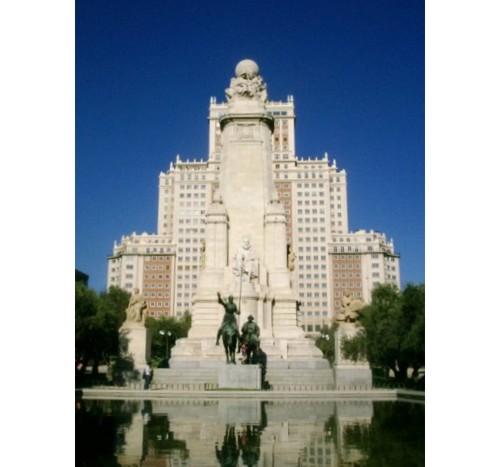Монументът в центъра на Мадрид: …