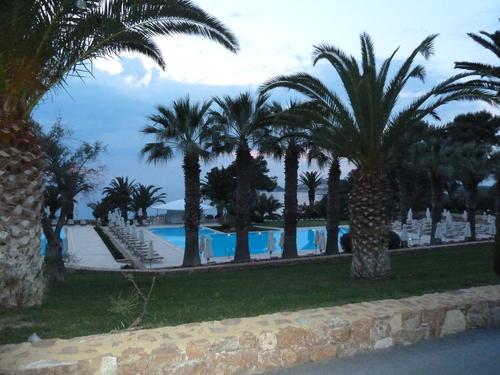 Sani Beach Club, басейнът на хотела