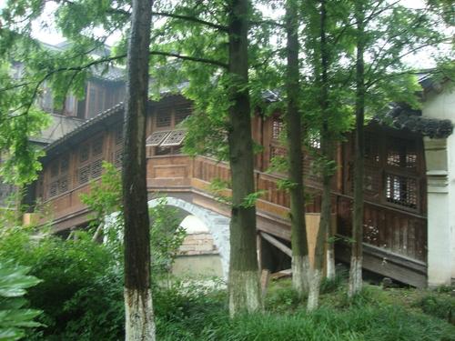 Покрит дървен мост