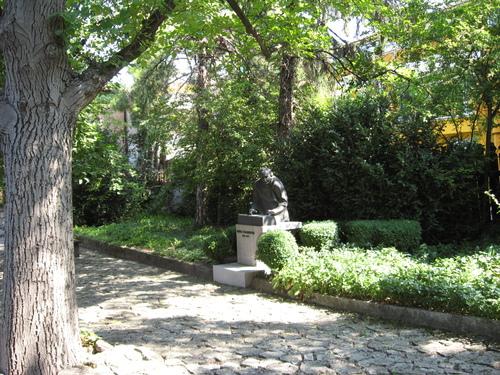 Паметникът на Панчо Владигеров