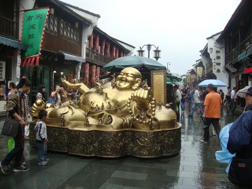 Буда със стоте деца и хиляда внуци
