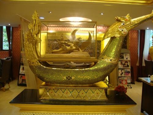 Бутафорният лукс на тайландския ресторант