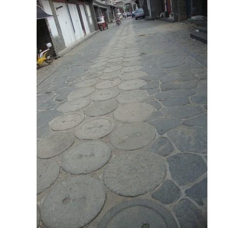 Воденичните камъни в паважа на улицата разказват друга вълнуваща история...