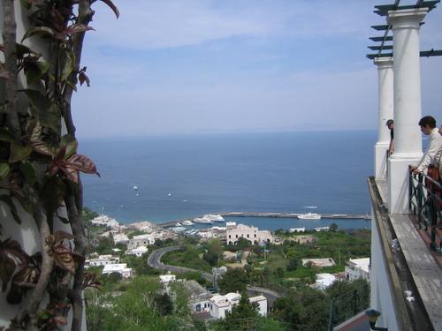 Капри, от високо към пристанището