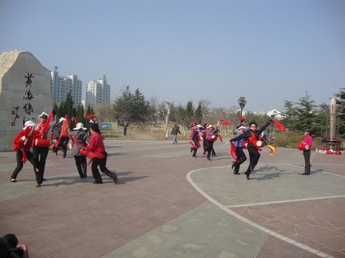 Дамски танц с барабани в парка